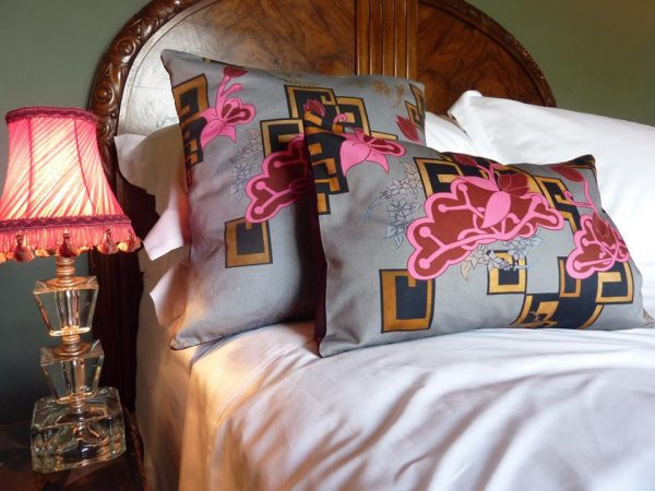 Chinoiserie Neon Cushion pink