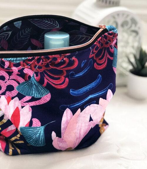 velvet floral wasbag