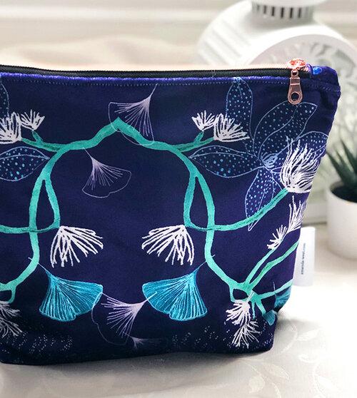 washbag blue velvet