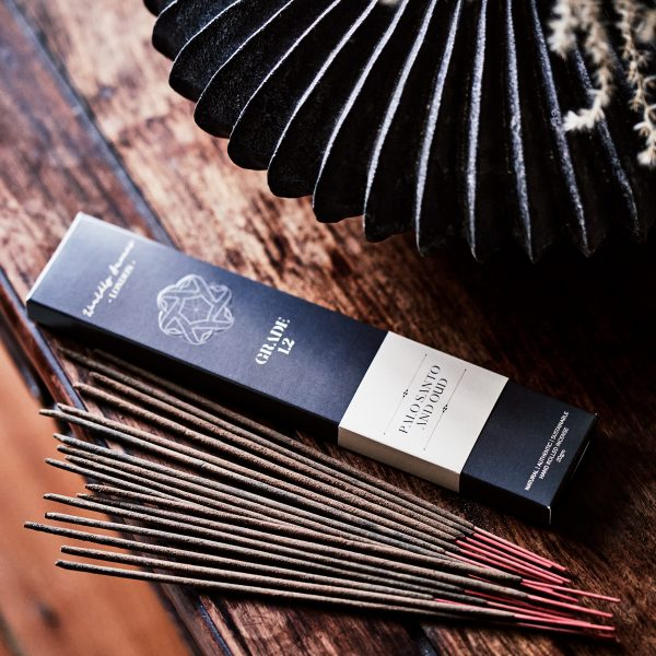 Worldly-Aromas-Palo-Santo-and-Oud